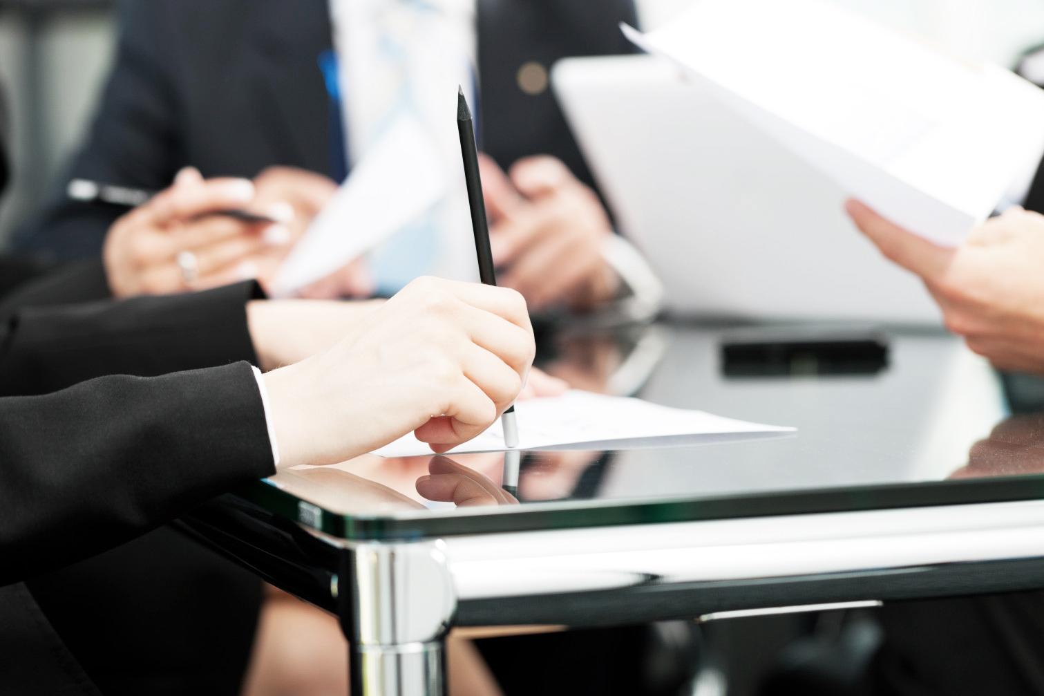 Pri večini pravnih poslov je potrebna overitev podpisov vir: huffpostcom