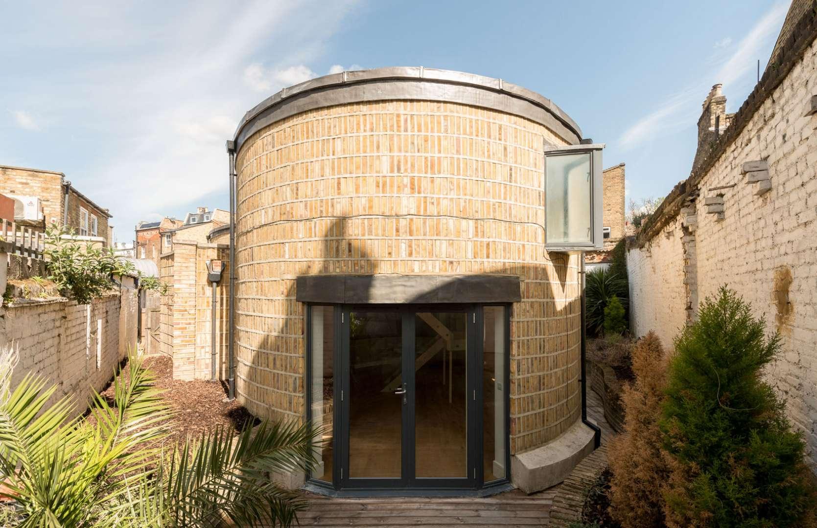 Ovalna hiša