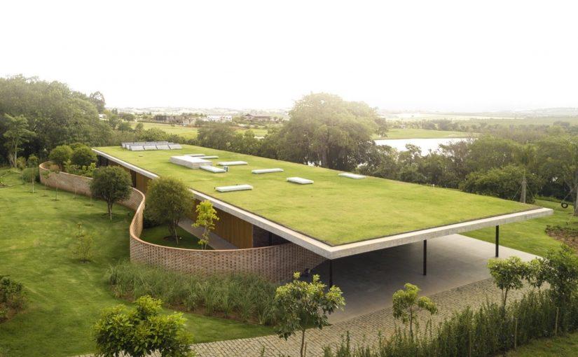 V večini občin danes spodbujajo gradnjo hiš z zelenimi strehami.